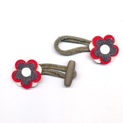 Houtje touwtje 35 mm vilt bloem antraciet rood ecru op=op