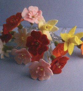 Bloemenslinger met lampjes.